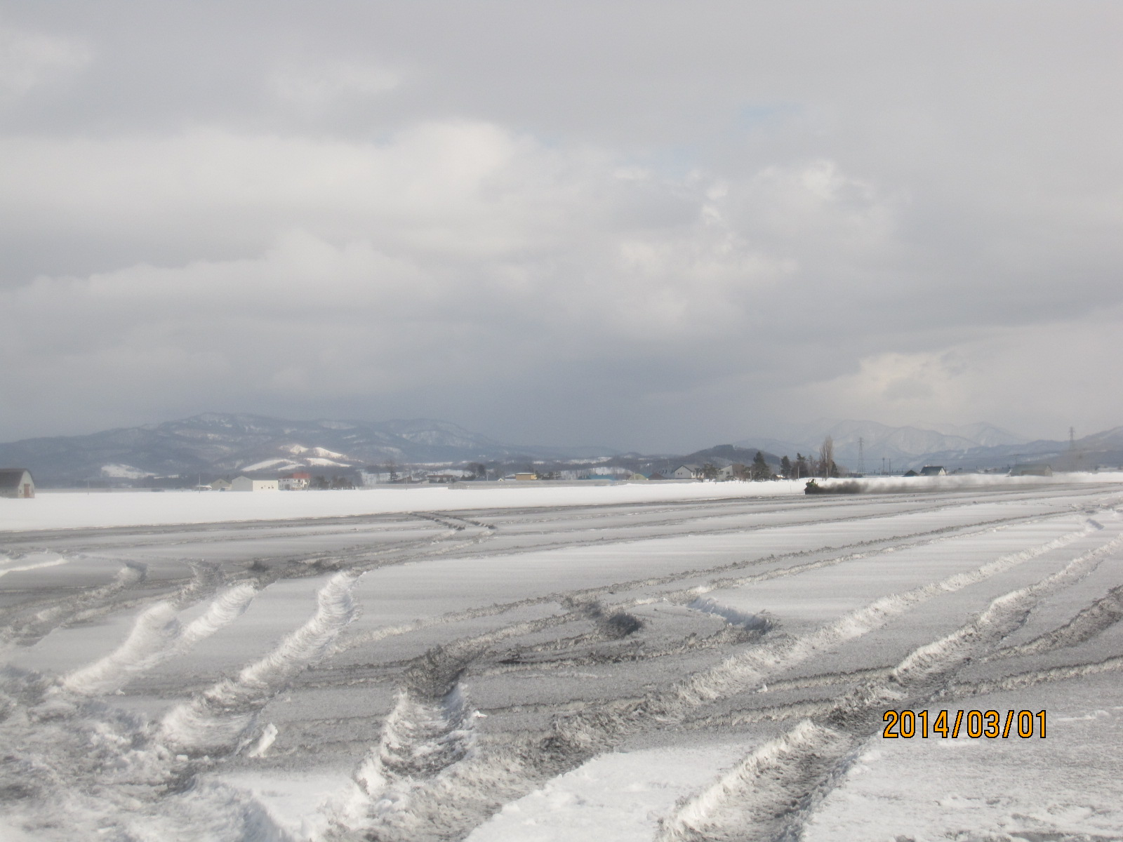 融雪剤をまく_f0231042_14211063.jpg