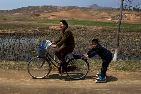 「最近の北朝鮮の風景」を見ても何もわからない韓国人:これは法則来るな!_e0171614_9254454.jpg