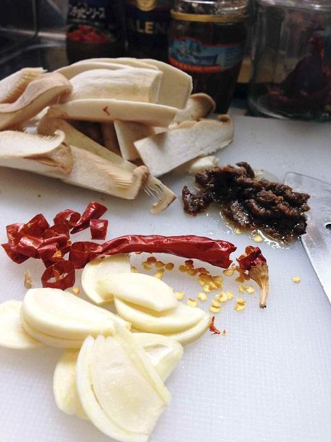 /// 今日のおばんざい・朝野家館主の簡単レシピ『ほたるいかとエリンギのアヒージョ』です ///_f0112434_2384931.jpg