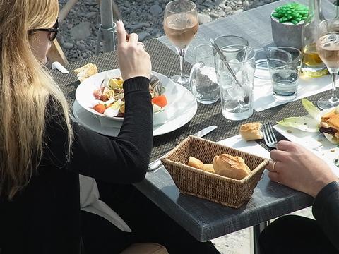 海辺の食卓 ( A table sur la plage ) …… 。_b0287748_092478.jpg