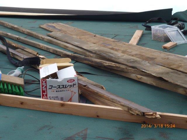 瓦の屋根を葺き替えています_e0207151_18161816.jpg