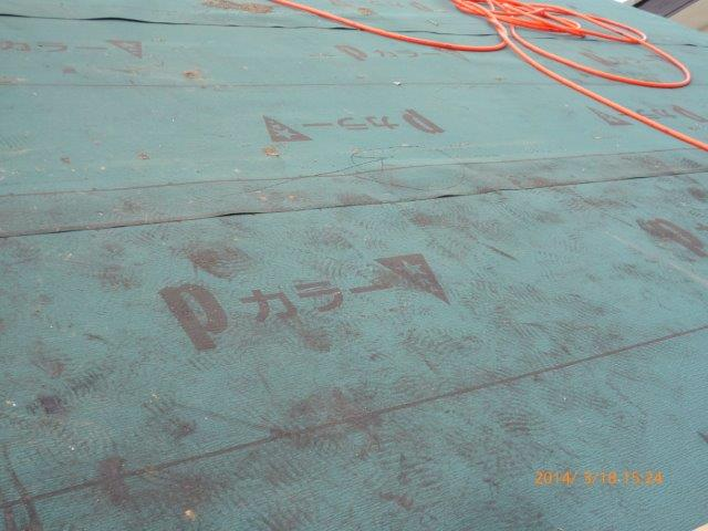 瓦の屋根を葺き替えています_e0207151_18164442.jpg