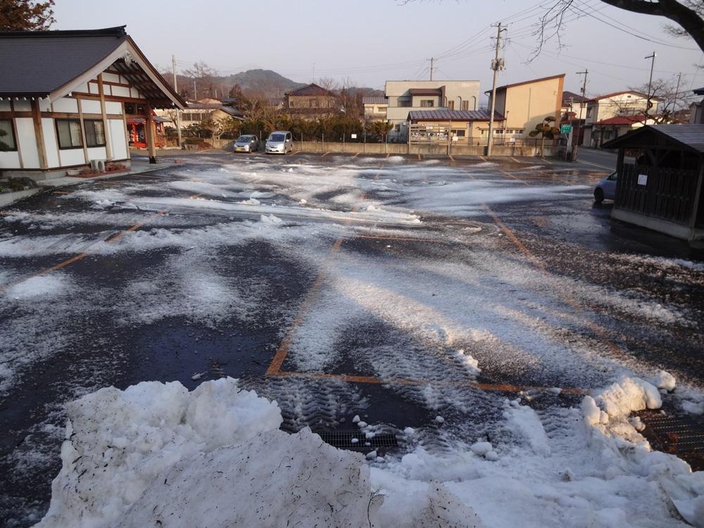 神社庁に・融雪作業に_c0111229_18294331.jpg