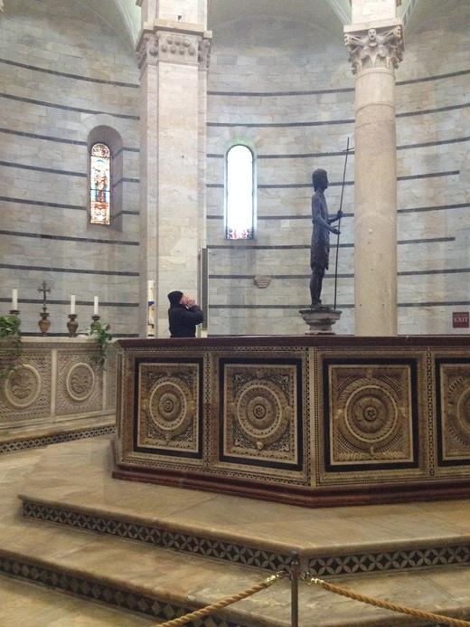 26/03/2014 ピサの洗礼堂の音響効果とドゥオモの卵_a0136671_1485440.jpg