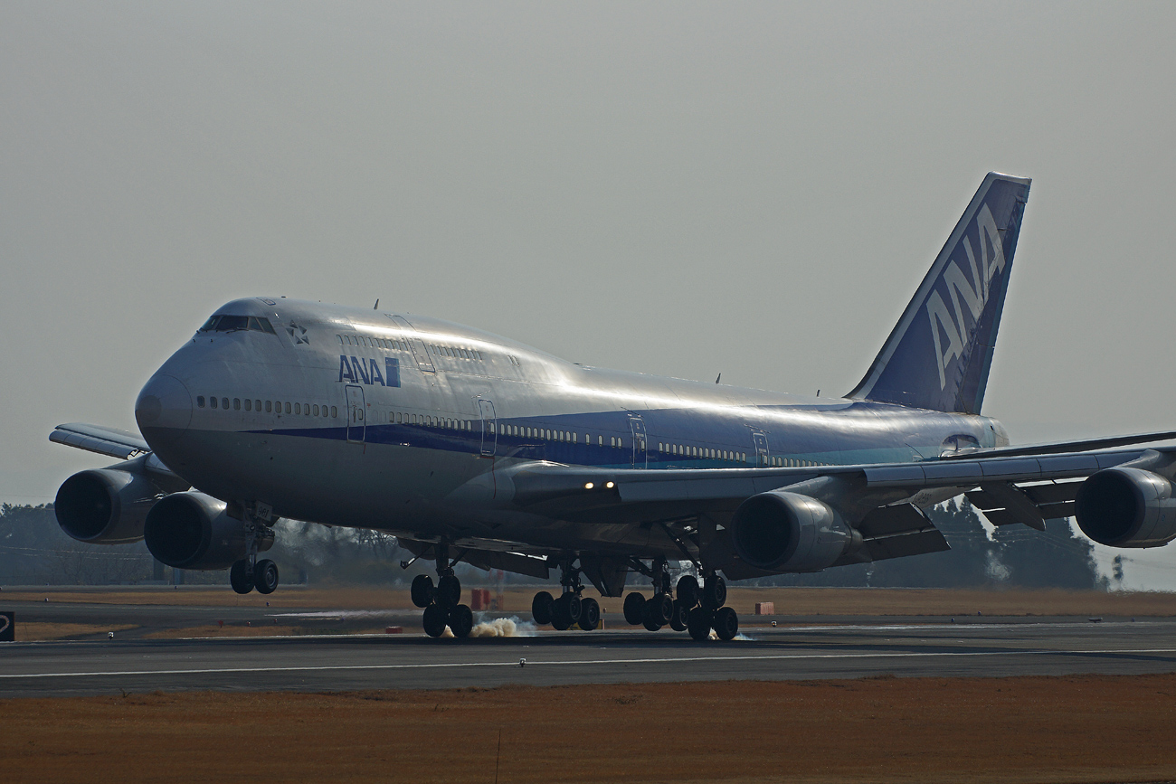 B-747(ジャンボ機)タイヤ。_b0044115_8414870.jpg
