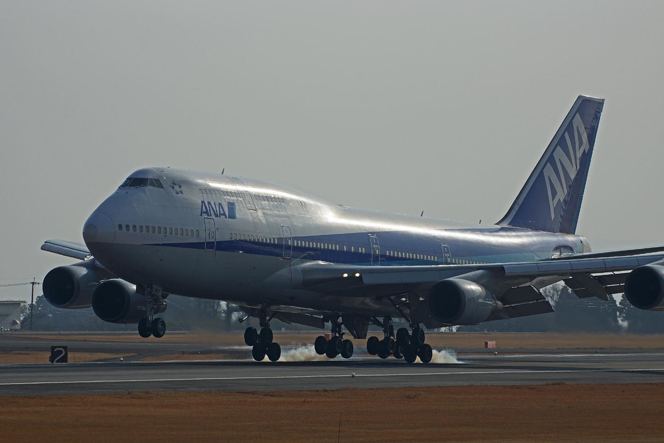 B-747(ジャンボ機)タイヤ。_b0044115_8421128.jpg