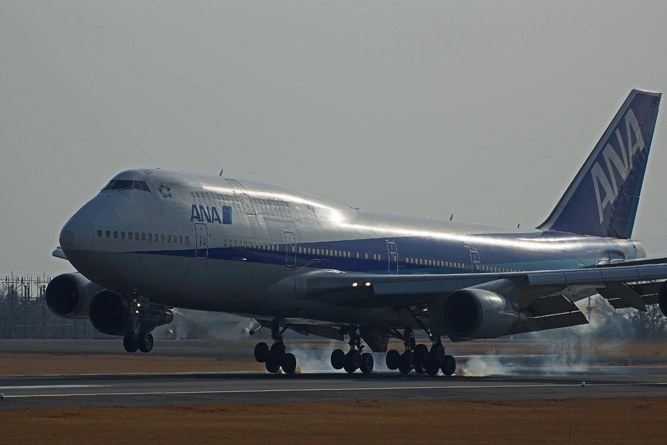 B-747(ジャンボ機)タイヤ。_b0044115_8424080.jpg
