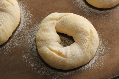 パン教室で「豆乳ふんわりパン」と「野菜のミニ食パン」!_a0165538_9102893.jpg