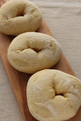 パン教室で「豆乳ふんわりパン」と「野菜のミニ食パン」!_a0165538_9125816.jpg