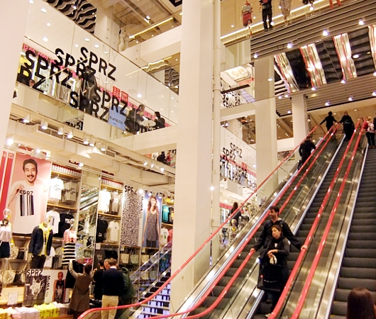 MoMAが全面協力するユニクロNY5番街店内の「SPRZ NY」ストアに行ってきました!!!_b0007805_1793175.jpg