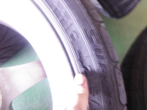 タイヤの亀裂と段べり摩耗_b0237229_205391.jpg