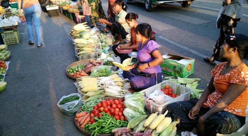 ヤンゴンにて_f0081443_1894716.jpg