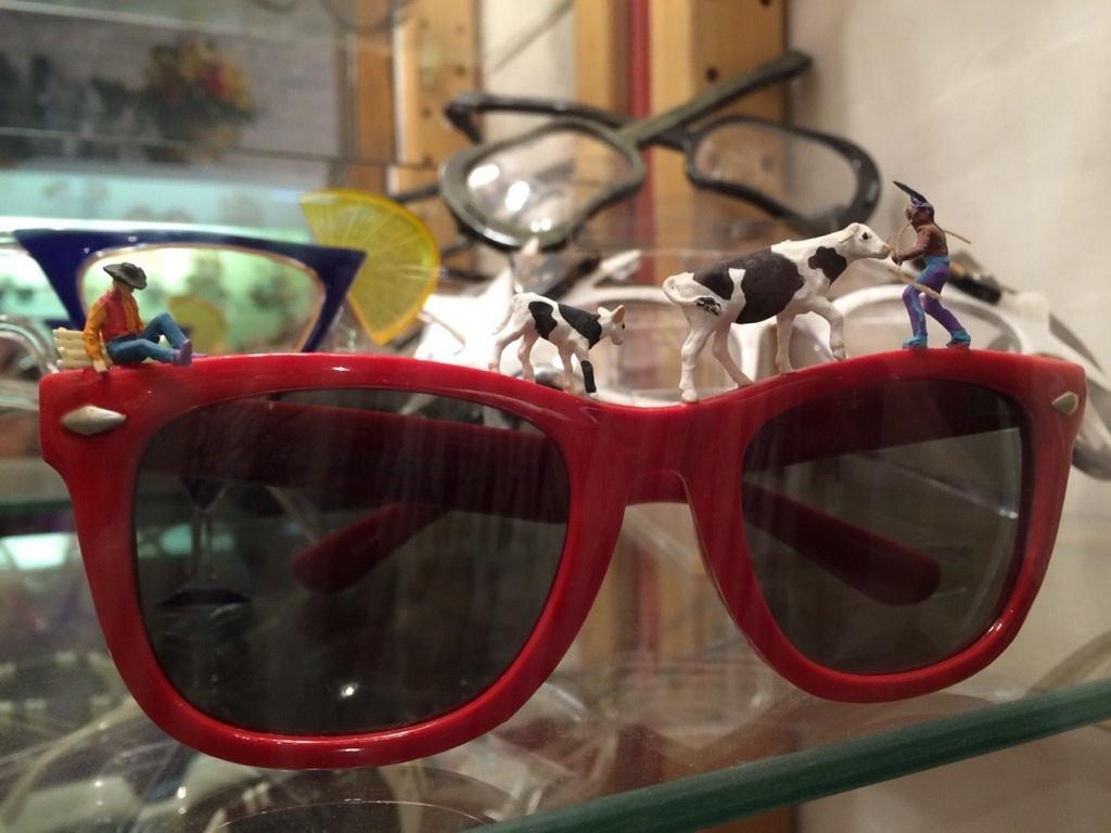「Round Sunglasses by GB」_f0208675_1392186.jpg