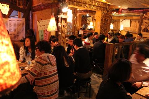 ソウルの建大(コンデ)のマッコリ屋さんで飲み続けるの巻_a0223786_114897.jpg