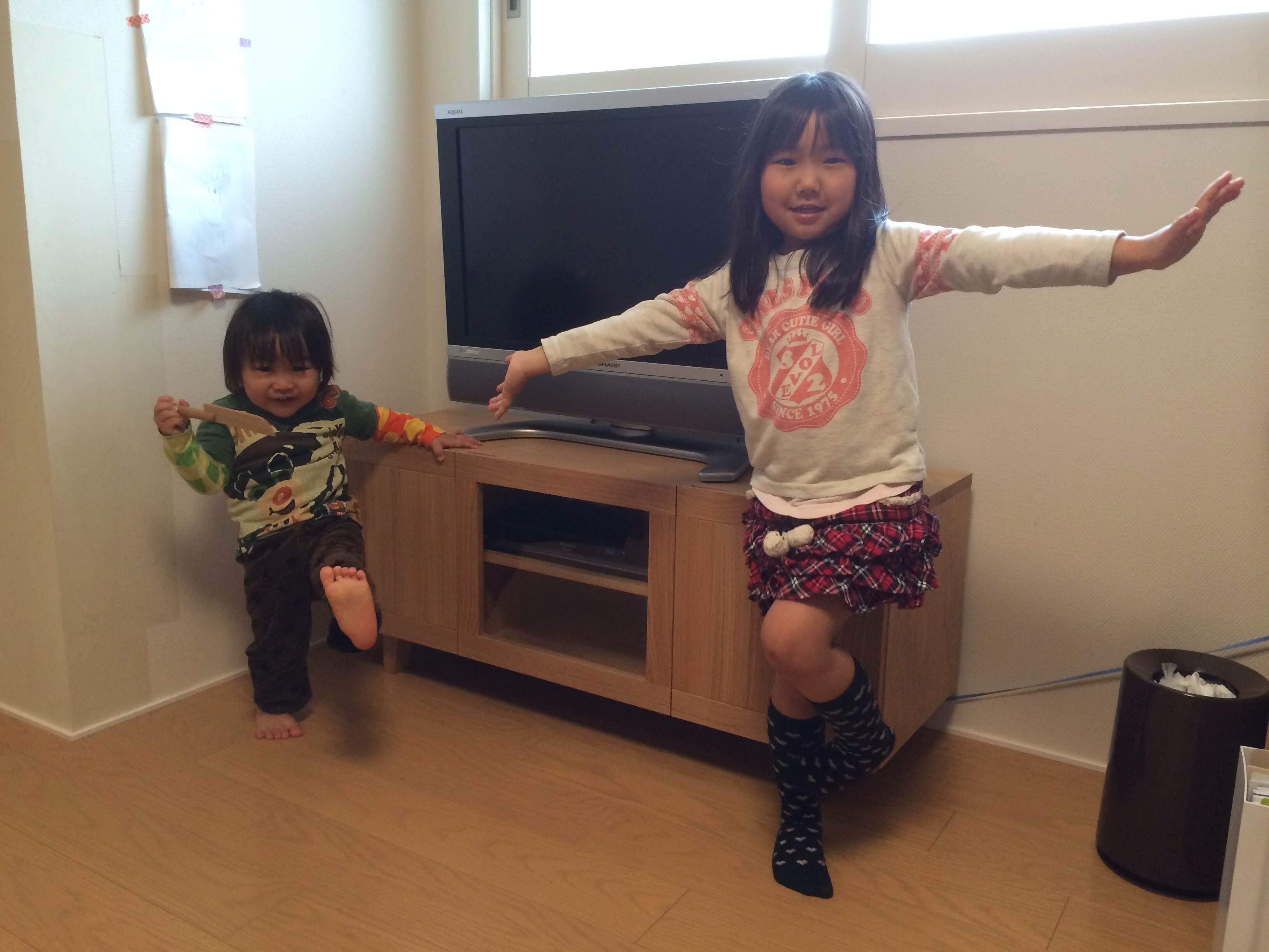 テレビボードの前でパシャ!!_d0130209_10344967.jpg