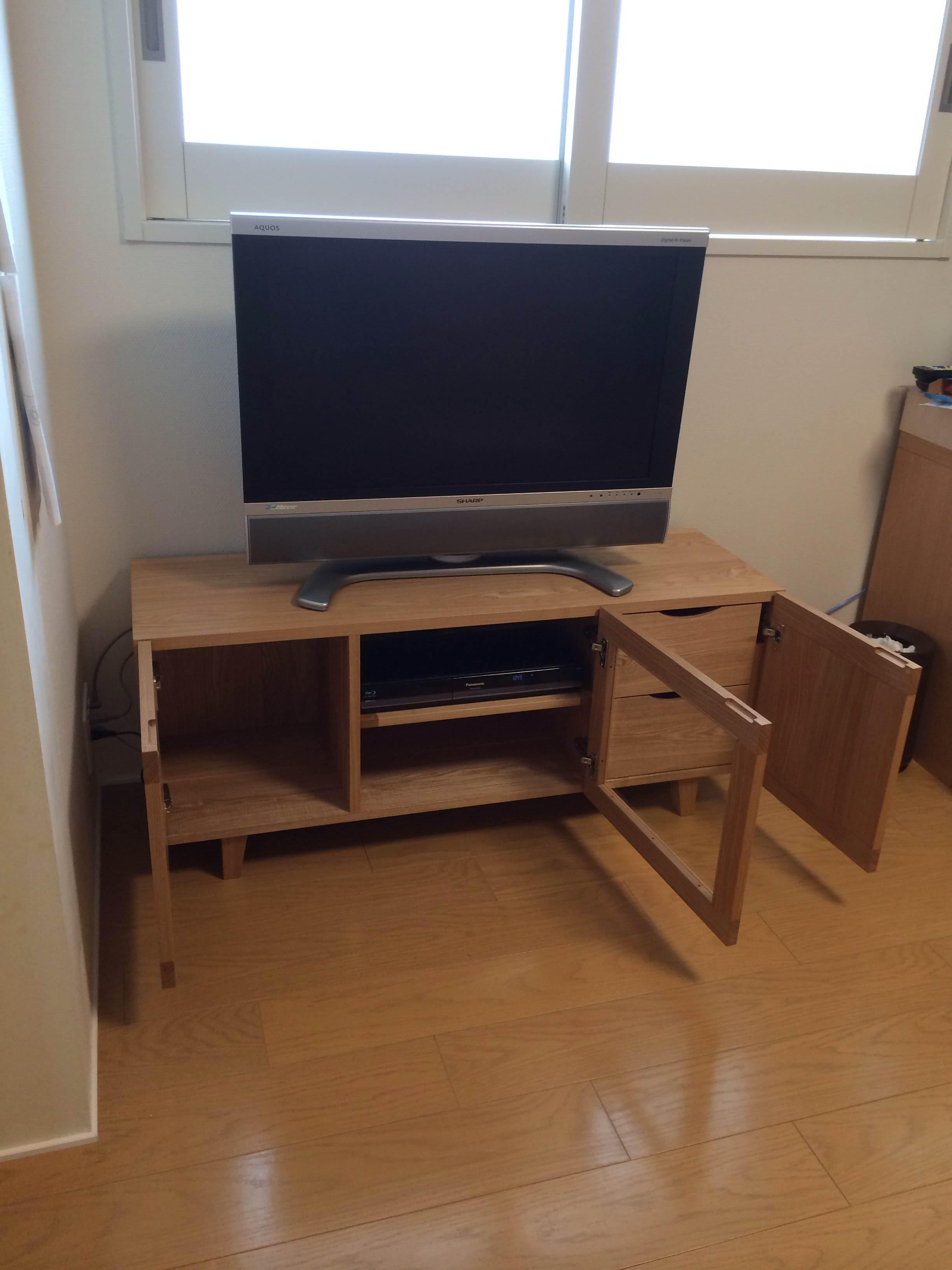 テレビボードの前でパシャ!!_d0130209_10355695.jpg
