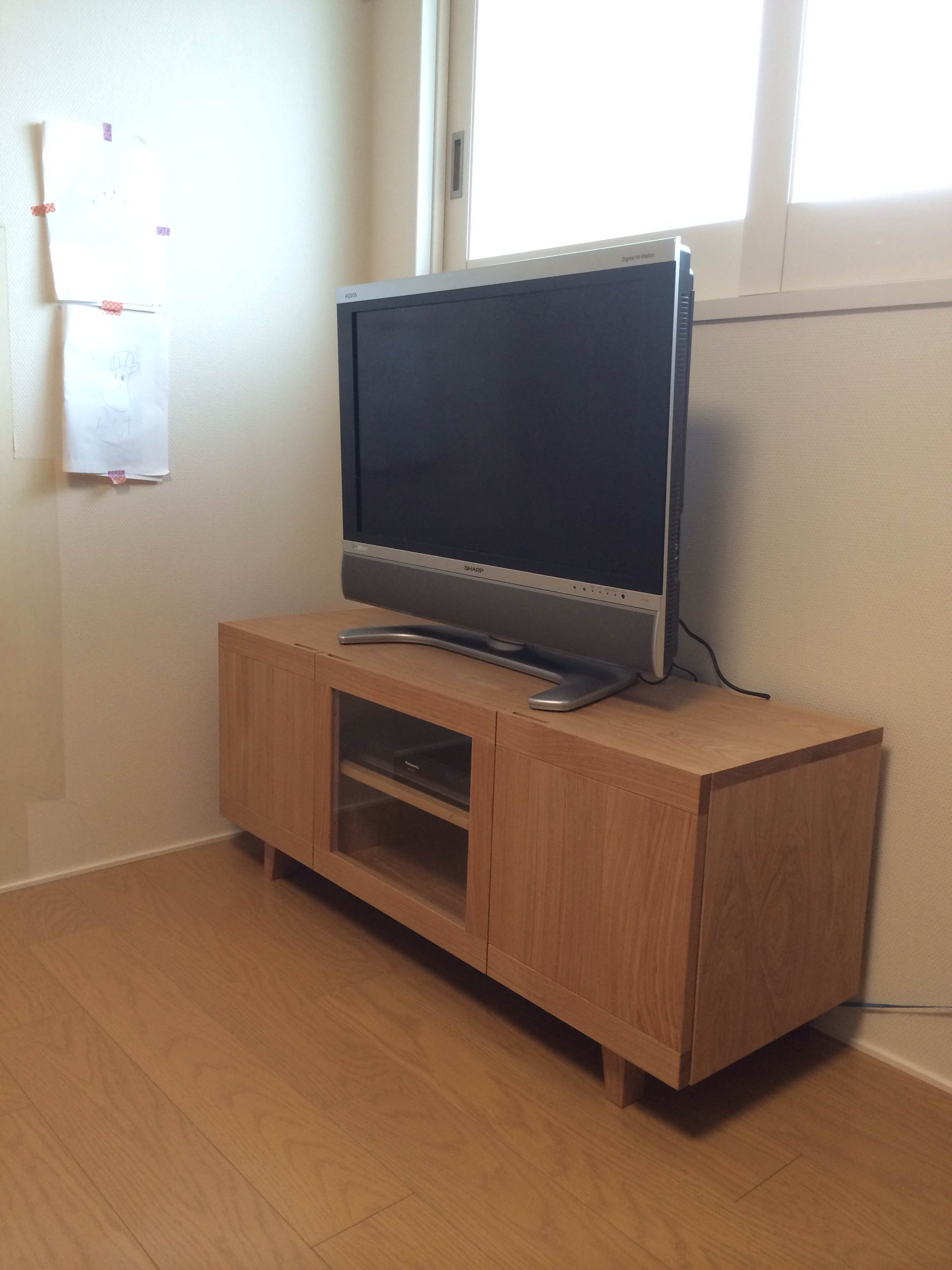 テレビボードの前でパシャ!!_d0130209_10364380.jpg