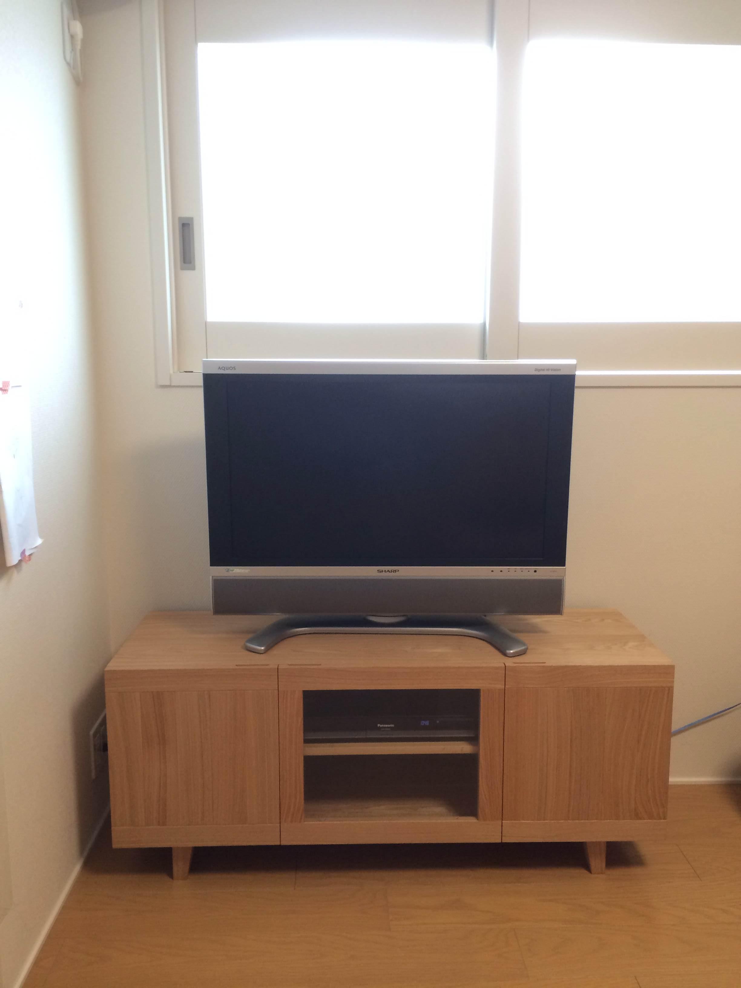 テレビボードの前でパシャ!!_d0130209_1037831.jpg