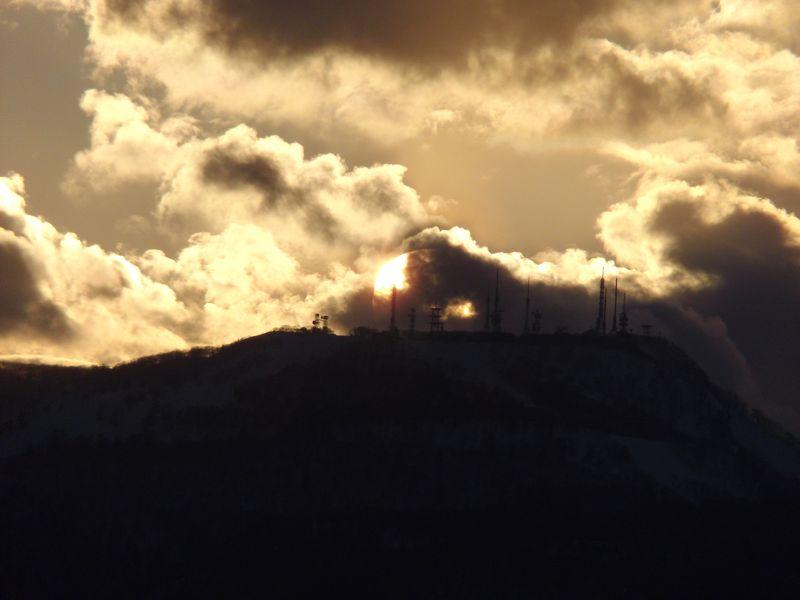 手稲山頂のアンテナ群に沈む太陽と新ジンパ・ゾーン_c0025115_19473892.jpg