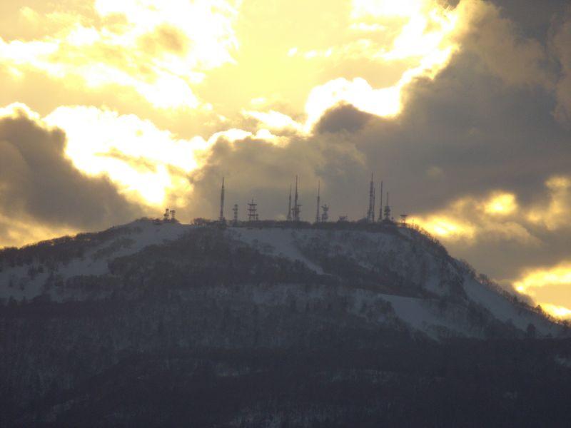 手稲山頂のアンテナ群に沈む太陽と新ジンパ・ゾーン_c0025115_194740100.jpg