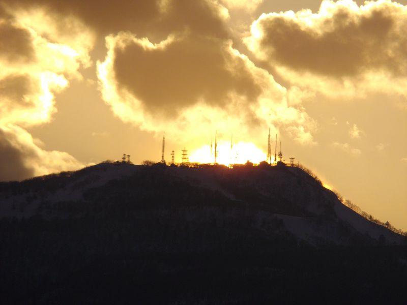 手稲山頂のアンテナ群に沈む太陽と新ジンパ・ゾーン_c0025115_19474485.jpg