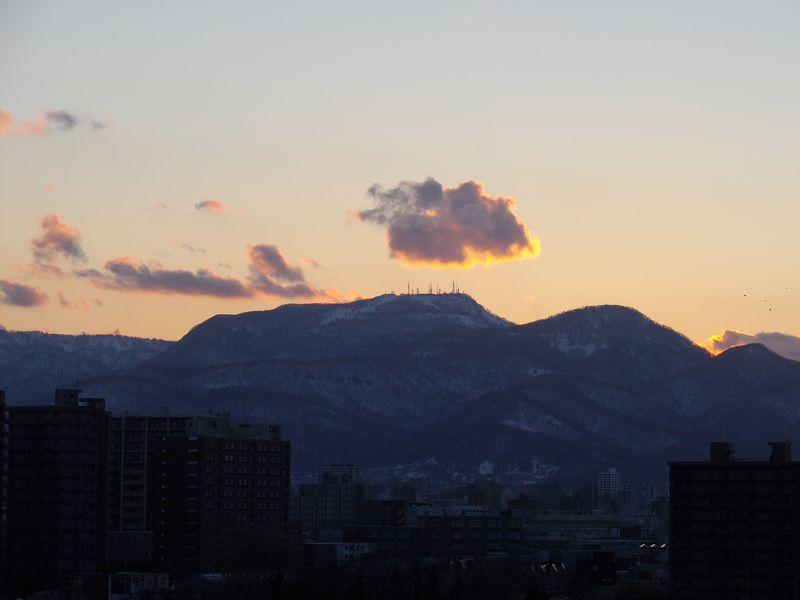 手稲山頂のアンテナ群に沈む太陽と新ジンパ・ゾーン_c0025115_19474636.jpg