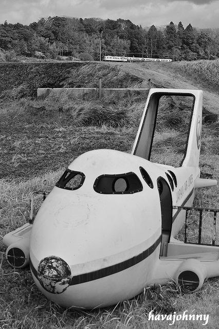 私のジャンボ機と息子のトンネル越_c0173762_2281511.jpg
