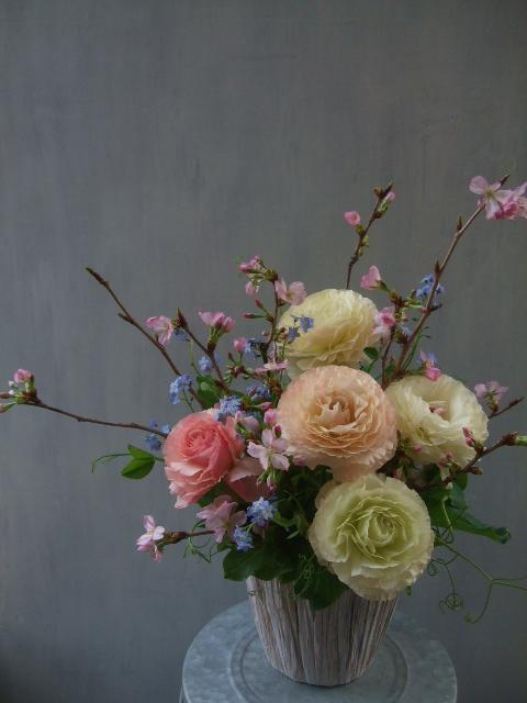 オークリーフ(桜とラナンキュラスのアレンジメント)_f0049672_11233159.jpg