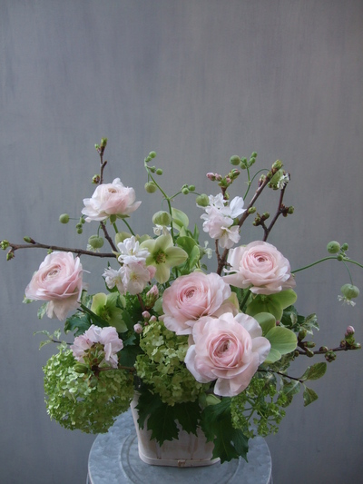オークリーフ(桜とラナンキュラスのアレンジメント)_f0049672_1125137.jpg