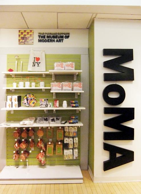 ニューヨークの老舗のおもちゃ屋さん、FAOシュワルツの店内風景_b0007805_19575145.jpg