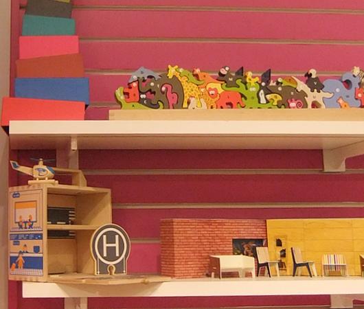 ニューヨークの老舗のおもちゃ屋さん、FAOシュワルツの店内風景_b0007805_1958313.jpg