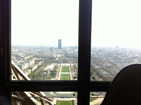 パリで友人と再会 & エッフェル塔でランチ♪_f0141419_09483880.jpg