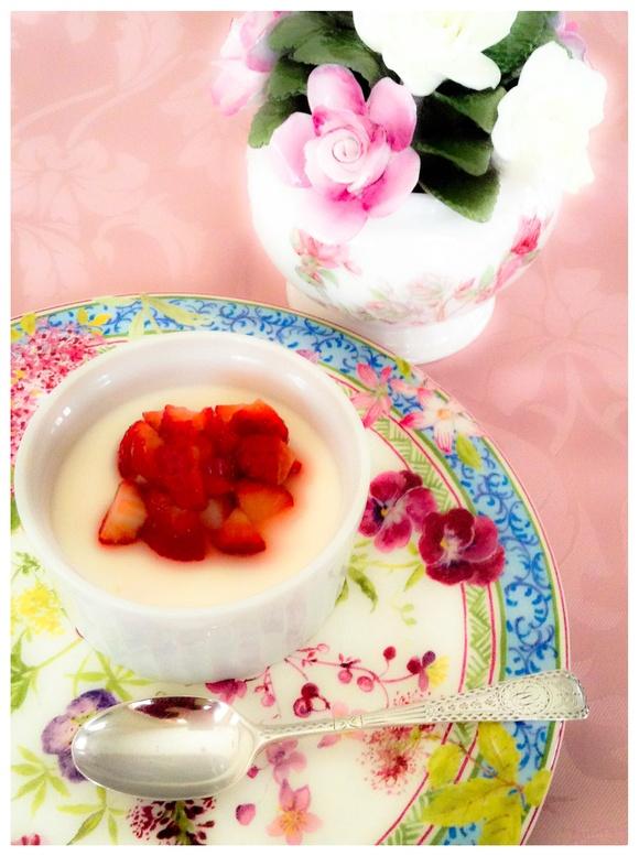 イチゴのパンナコッタ_b0170162_1627618.jpg