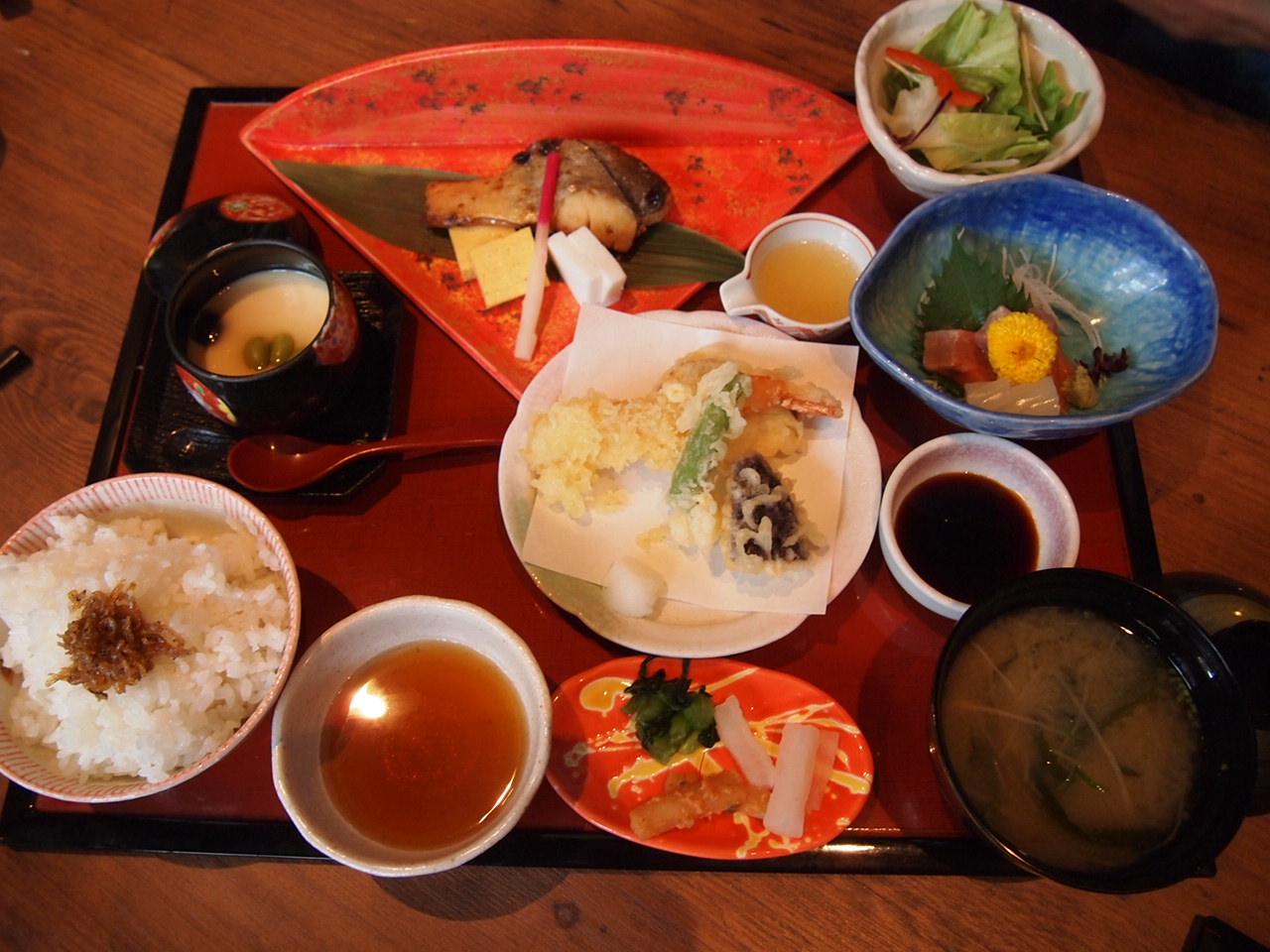 音羽茶屋 芦屋店   海鮮料理、懐石・会席料理_d0083265_22255012.jpg
