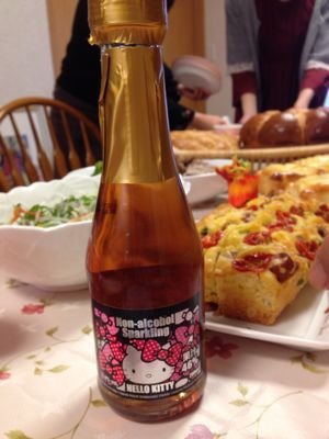 キティちゃんワイン_c0106100_22332662.jpg