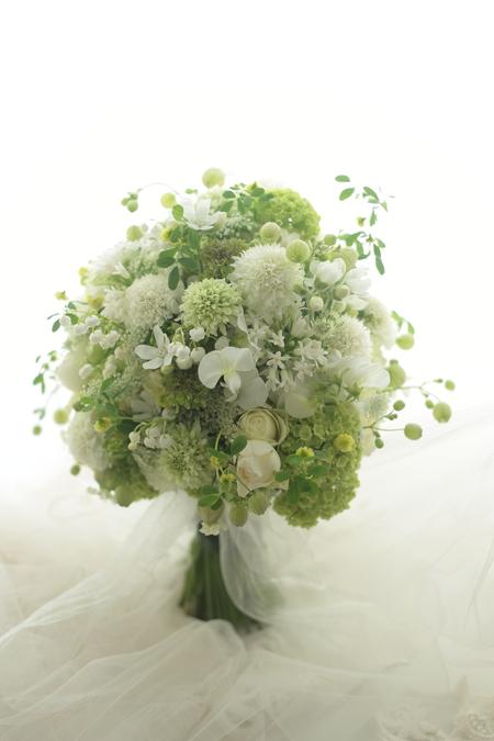 会場装花とクラッチブーケ ブラッスリーポールボキューズ様へ_a0042928_2141122.jpg