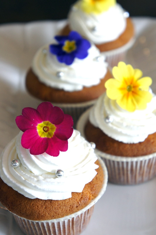 フランボワーズのヴェリーヌ  と カップケーキの試作_d0210450_16334882.jpg