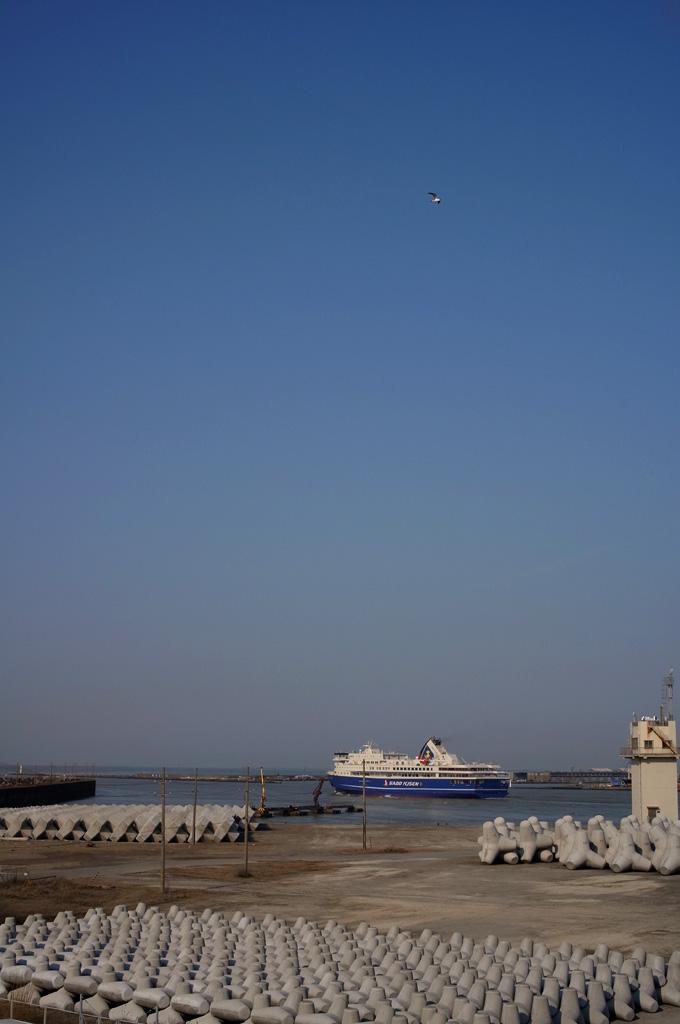 青い船_e0082981_23232772.jpg