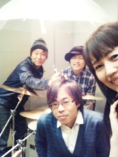 バースデーワンマンライブ情報その4☆グッズとバンドについて!_a0087471_165318.jpg