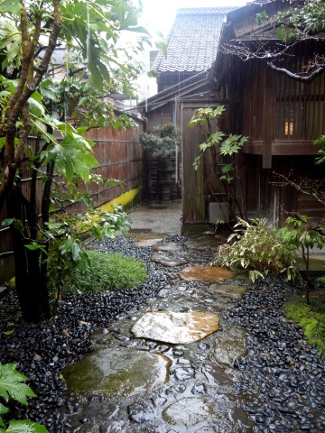金沢 雨とお茶室│北陸建築旅_b0274159_14263212.jpg