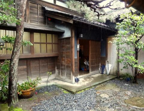 金沢 雨とお茶室│北陸建築旅_b0274159_14312714.jpg