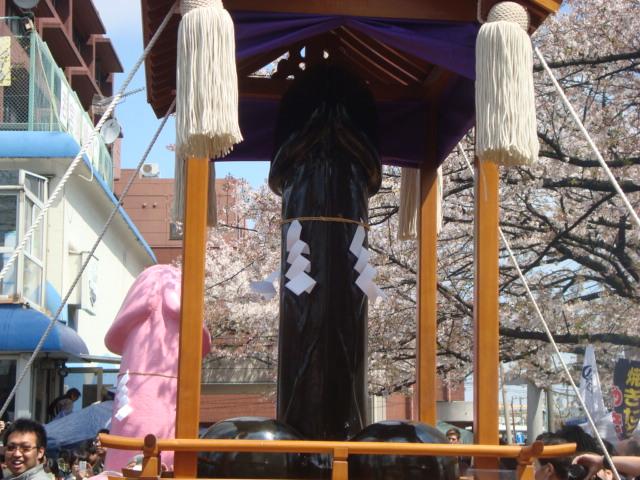 関東三大奇祭「かなまら祭り」へ行く。_f0232060_0393143.jpg