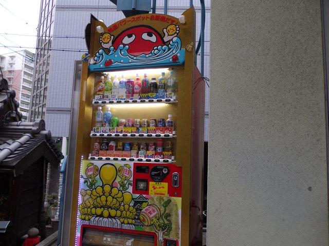 大阪市福島と阿波座の間ぐらいにある面白い自販機群_c0001670_2383722.jpg