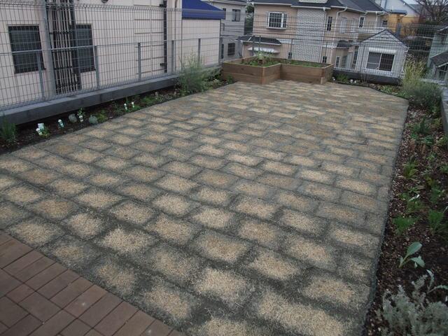 集合住宅屋上Garden竣工_b0167282_1351571.jpg