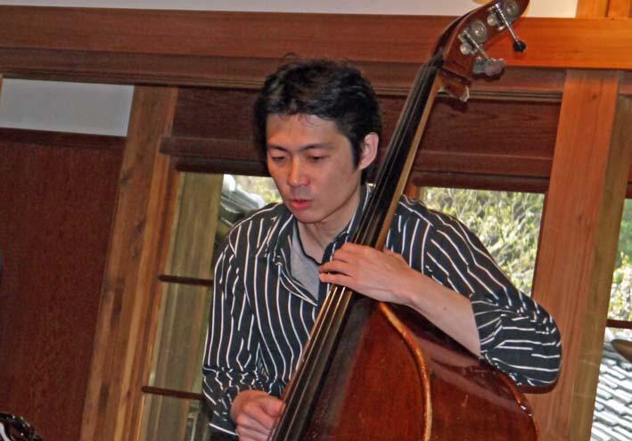 濃密な演奏!斎藤草平トリオ ジャズライブに高まる再演期待_c0014967_10342194.jpg