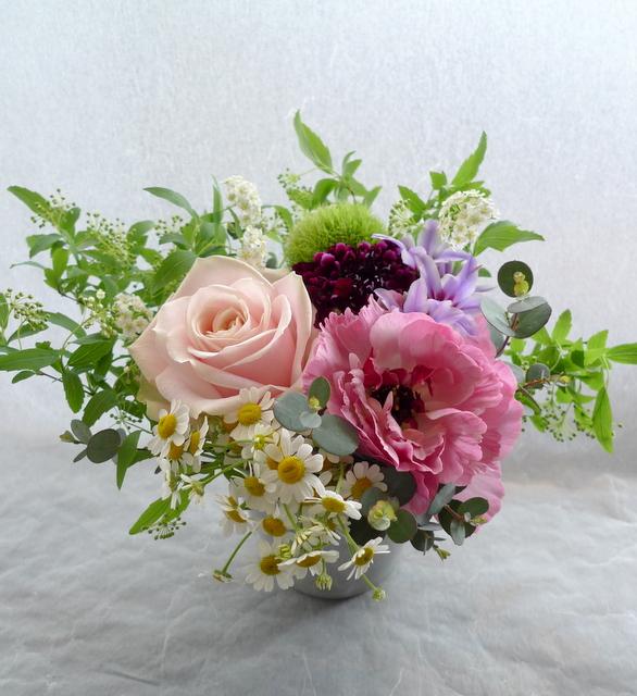 卒業&おつかれさまでしたのアレンジメント。「ピンク~紫。ほんわかした感じ。」_b0171193_17201784.jpg