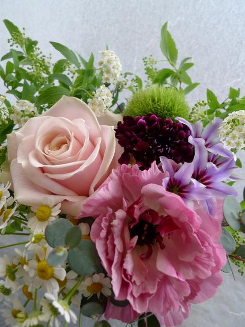 卒業&おつかれさまでしたのアレンジメント。「ピンク~紫。ほんわかした感じ。」_b0171193_17202293.jpg