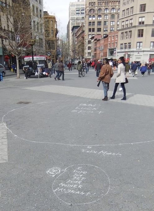 NYの街角で見かけた趣深い落書きアート_b0007805_22365748.jpg