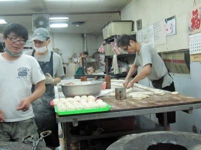 ビバ買い食い!胡椒餅(フーシャオピン)@士林夜市_d0133225_21341397.jpg