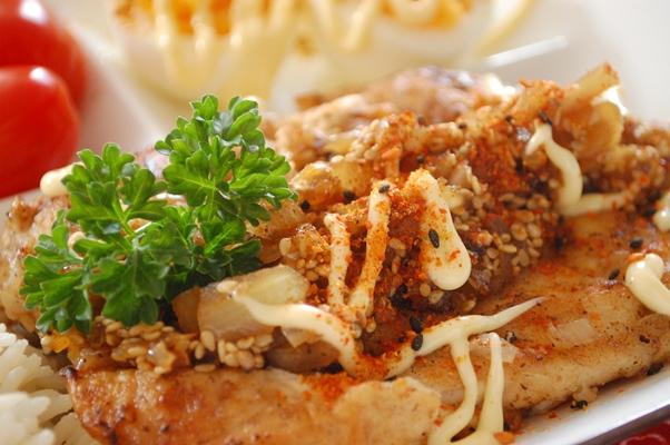 柔らか鶏胸肉のバターソテー~オニオン胡麻ポン酢ソース~_d0104926_2495441.jpg